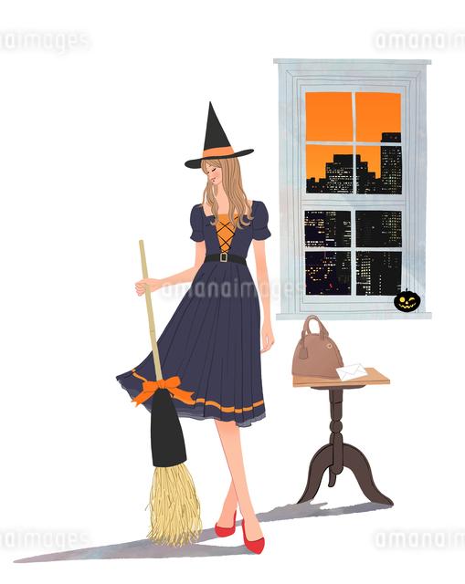 ハロウィンでドレスを着て箒を持ち帽子をかぶる女の子のイラスト素材 [FYI01640670]
