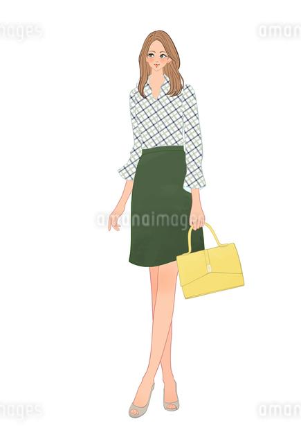 バッグを持って立つチェックのシャツの女性のイラスト素材 [FYI01640792]