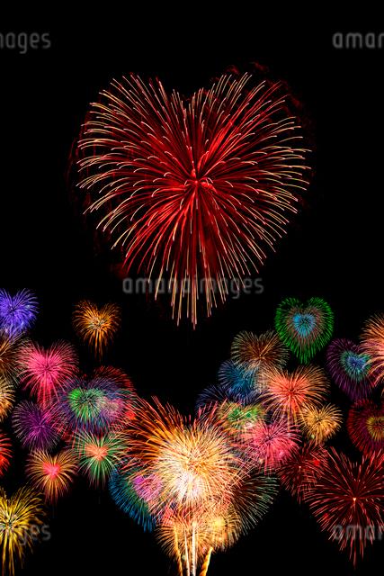 ハートの花火の写真素材 [FYI01641041]