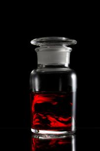 薬品のビンの写真素材 [FYI01641054]
