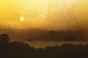 金屏風と日の出(フォトイラスト)のイラスト素材 [FYI01641489]