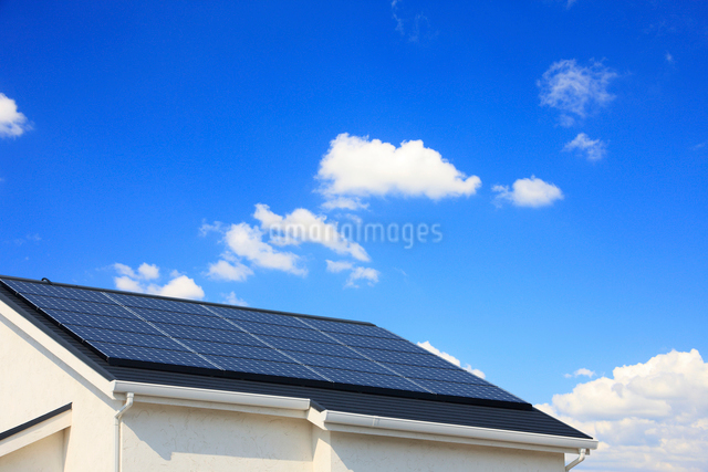 太陽光発電の屋根の写真素材 [FYI01641674]