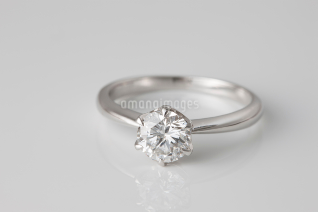 ダイヤモンドの指輪の写真素材 [FYI01641855]