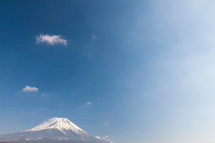 朝霧高原から見た富士山の写真素材 [FYI01641889]