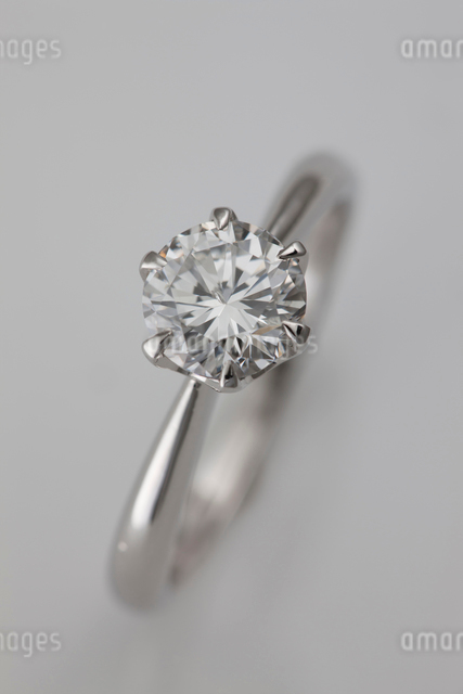 ダイヤモンドの指輪の写真素材 [FYI01641923]
