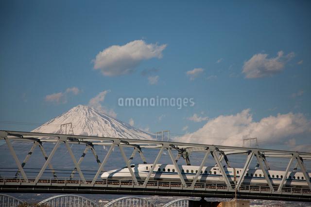 新幹線と富士山の写真素材 [FYI01641950]