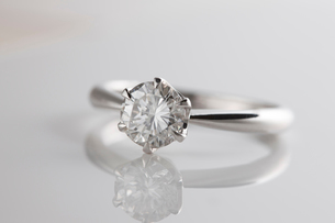 ダイヤモンドの指輪の写真素材 [FYI01642278]