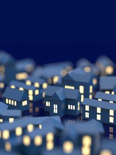 街並と窓の明かりのイラスト素材 [FYI01642707]