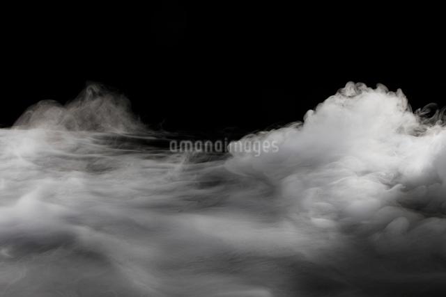 ドライアイスの煙の写真素材 [FYI01642841]