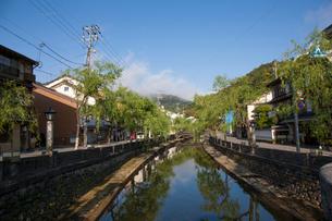城崎温泉街の街並の写真素材 [FYI01642985]