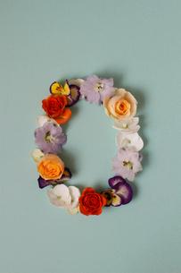 花の数字、0(生花)の写真素材 [FYI01643370]