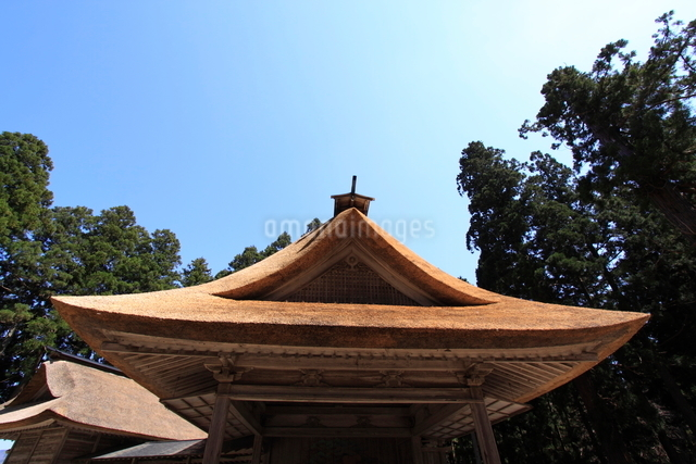 平泉中尊寺境内の能楽殿の写真素材 [FYI01643591]