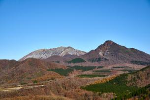 鬼女台から望む大山と烏ケ山の写真素材 [FYI01643794]