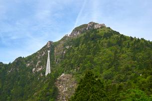 ロープウェイと御在所岳の写真素材 [FYI01643958]