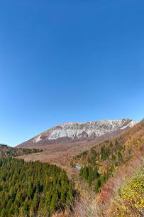 鍵掛峠より望む大山の写真素材 [FYI01643971]