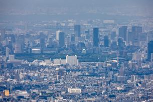 生駒山山頂から望む大阪市の街並みの写真素材 [FYI01644151]