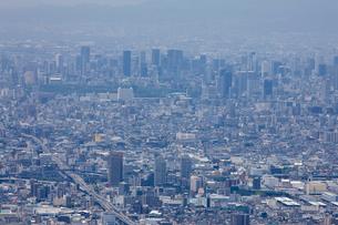 生駒山山頂からの大阪の街並みの写真素材 [FYI01644356]