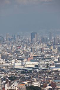 東大阪から望む大阪市の街並みの写真素材 [FYI01644475]