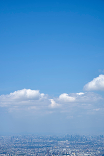 生駒山山頂から望む大阪市の街並みの写真素材 [FYI01644788]