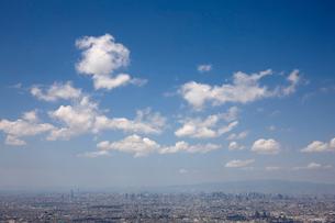 大阪の街並みと青空の写真素材 [FYI01645096]