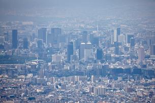 生駒山山頂から望む大阪市の街並みの写真素材 [FYI01645368]