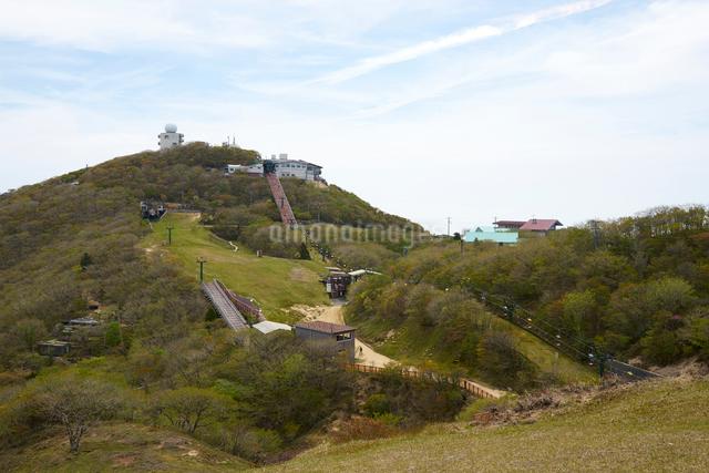 御在所岳山頂のリフトの写真素材 [FYI01645417]