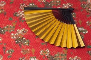 金の扇子の写真素材 [FYI01645703]