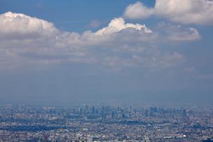 生駒山山頂から望む大阪市の街並みの写真素材 [FYI01645756]