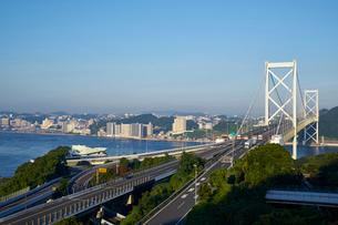門司から望む関門橋の写真素材 [FYI01645844]