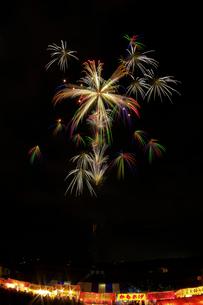 長野えびす講煙火大会の二度咲色彩万華鏡の写真素材 [FYI01646112]