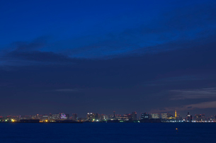 臨海副都心と東京タワー方面夜景の写真素材 [FYI01646146]