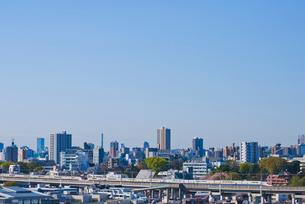東京を走る2F建て上越新幹線E4系Maxの写真素材 [FYI01646763]
