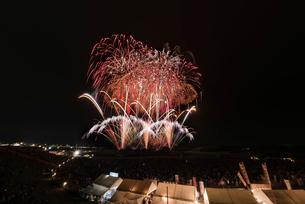 常総きぬ川花火大会 音楽と花火のコラボ「NOW!」の写真素材 [FYI01647073]