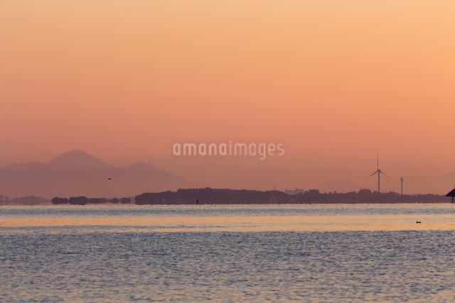 琵琶湖の蜃気楼の写真素材 [FYI01647510]
