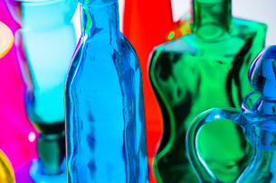 色付きガラス瓶の写真素材 [FYI01647686]
