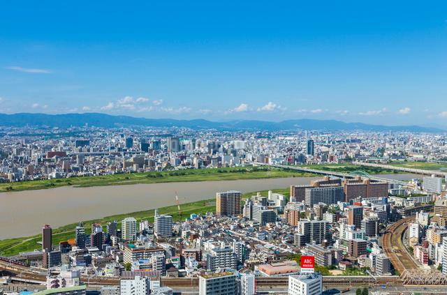 梅田スカイビルから見た大阪の街並の写真素材 [FYI01647910]