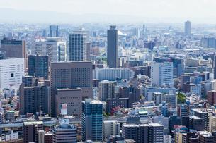 梅田スカイビルから見た大阪の街並の写真素材 [FYI01647938]