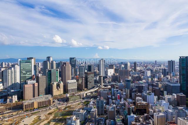 梅田スカイビルから見た大阪の街並の写真素材 [FYI01647980]