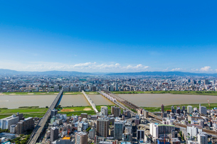 梅田スカイビルから見た大阪の街並の写真素材 [FYI01648390]
