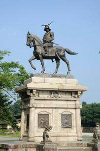 仙台城跡 伊達政宗騎馬像の写真素材 [FYI01649844]