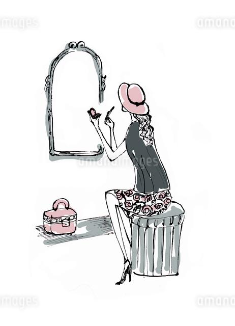鏡の前で化粧する帽子を被った女性のイラスト素材 [FYI01650314]