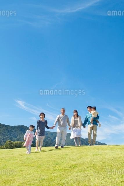 日本人三世代家族の写真素材 [FYI01650363]
