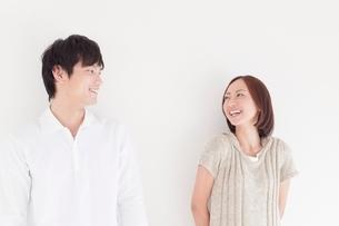 笑顔の日本人カップルの写真素材 [FYI01650534]