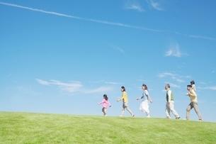 日本人三世代家族の写真素材 [FYI01650682]