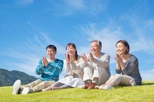 日本人二世代家族の写真素材 [FYI01650935]