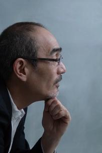日本人男性の横顔の写真素材 [FYI01651092]