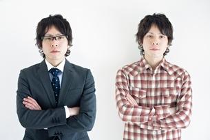 2人の20代日本人男性の写真素材 [FYI01652170]