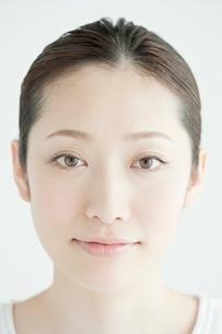 20代日本人女性のビューティーイメージの写真素材 [FYI01652246]