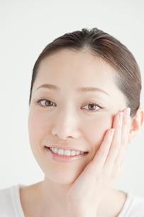 20代日本人女性のビューティーイメージの写真素材 [FYI01652422]