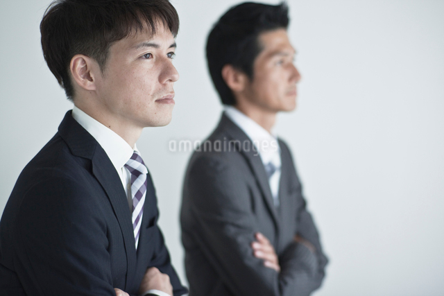 2人のビジネスマンの写真素材 [FYI01653556]